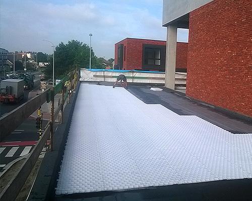 GravelGrid toiture la dalle à fonds fermé pour la stabilisation du gravier en toiture terrasse